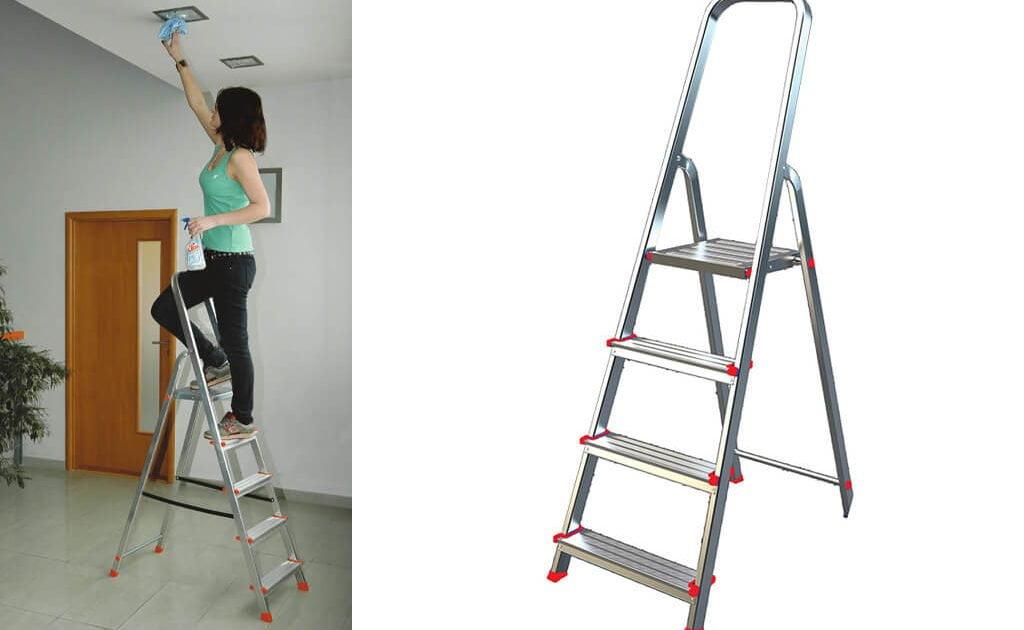 kobieta mauluje pokój na aluminiowej drabinie ALW